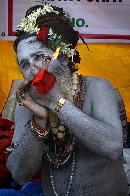 Naga Sadhu Smoking |©Soumyadeep Paul/Flickr