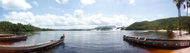 Canaima Lagoon | © Sambristow/WikiCommons