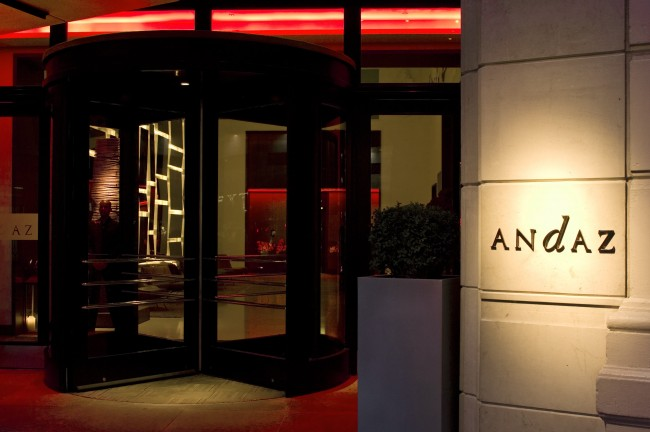 Front Doors of the Andaz Hotel | © Sam Sung Un Kim