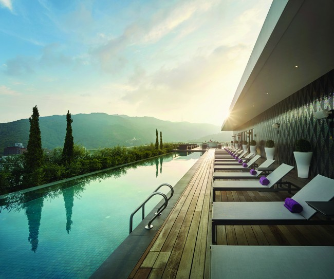 G Hotel Kelawai Rooftop Infinity Pool | Courtesy of G Hotel