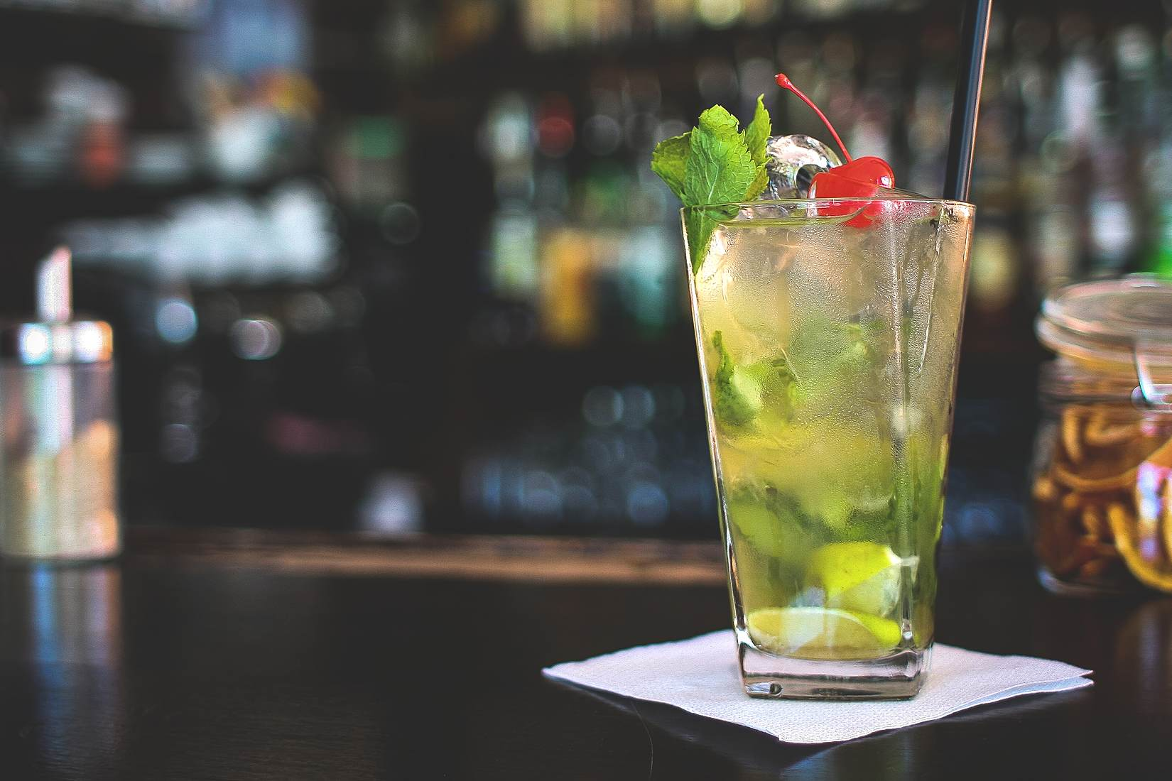 Great Virgin Mojito Drink | © VIKTOR HANACEK/picjumbo