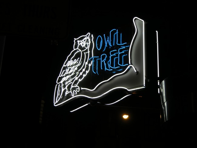 © tux0racer│Owl Tree Neon Sign