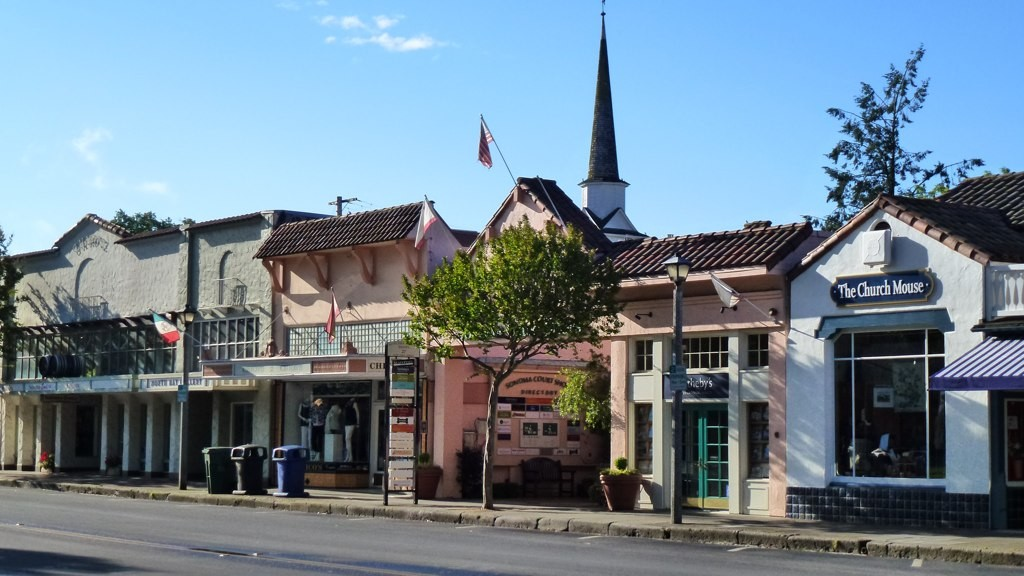 Downtown Sonoma on the Plaza © Ashleigh Nushawg/Flickr