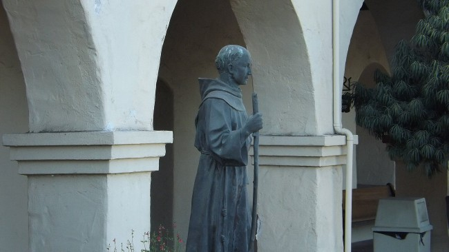 Junipero Serra statue at Mission Santa Ines© Ken Figliol/Flickr