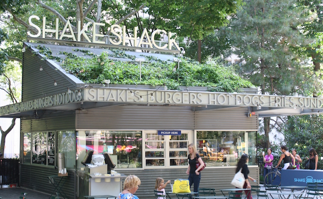 Shake Shack in Madison Square Park | © Beyond My Ken/WikiCommons