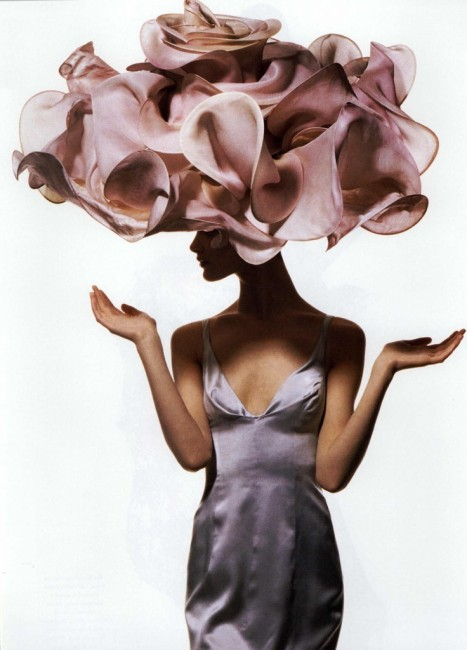 Shalom Harlow in Vogue 1995 ©Irving Penn