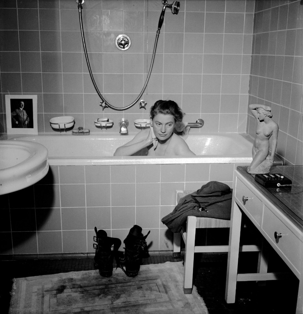 David E. Sherman, Lee Miller in Hitler's bathtub, München / Munich, Germany, 1945 © Lee Miller Archives, England 2016. All rights reserved.