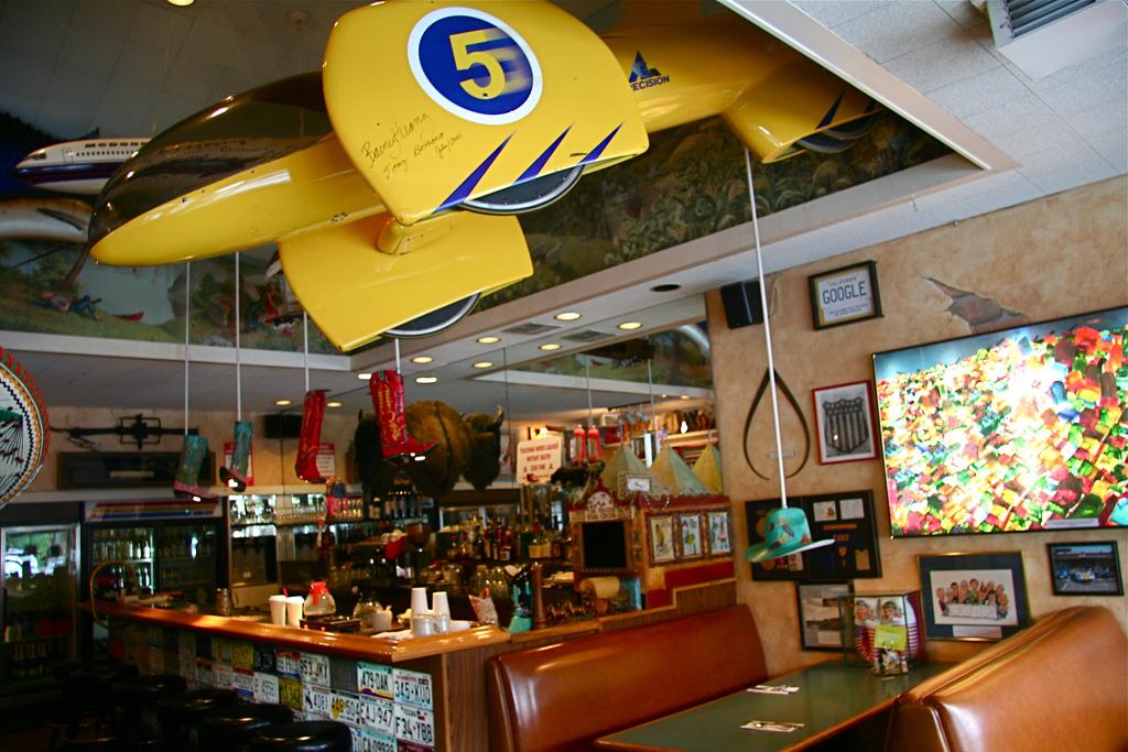 Buck's of Woodside Bar