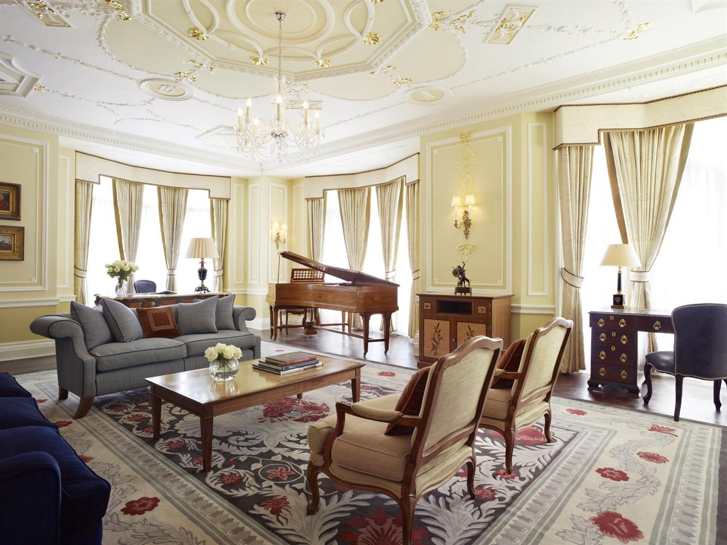 10 most extravagant hotels in london for Design hotel england