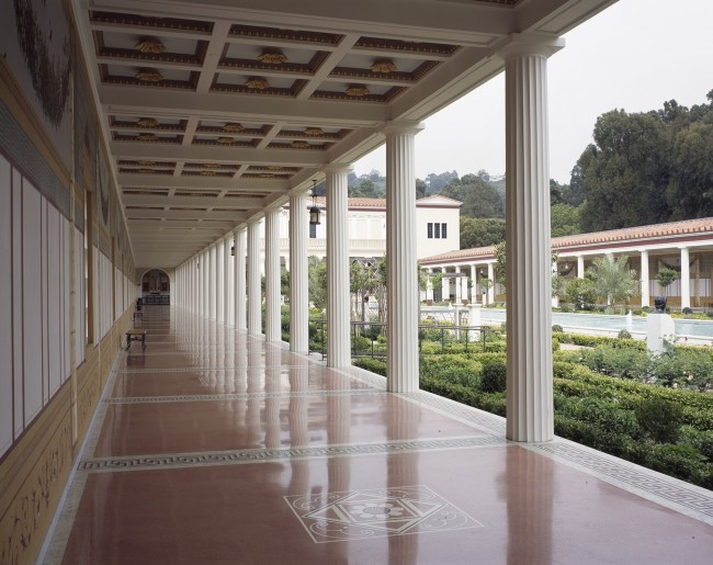 Outer Peristyle Photo: Julius Shulman and Juergen Nogai © 2006 J. Paul Getty Trust