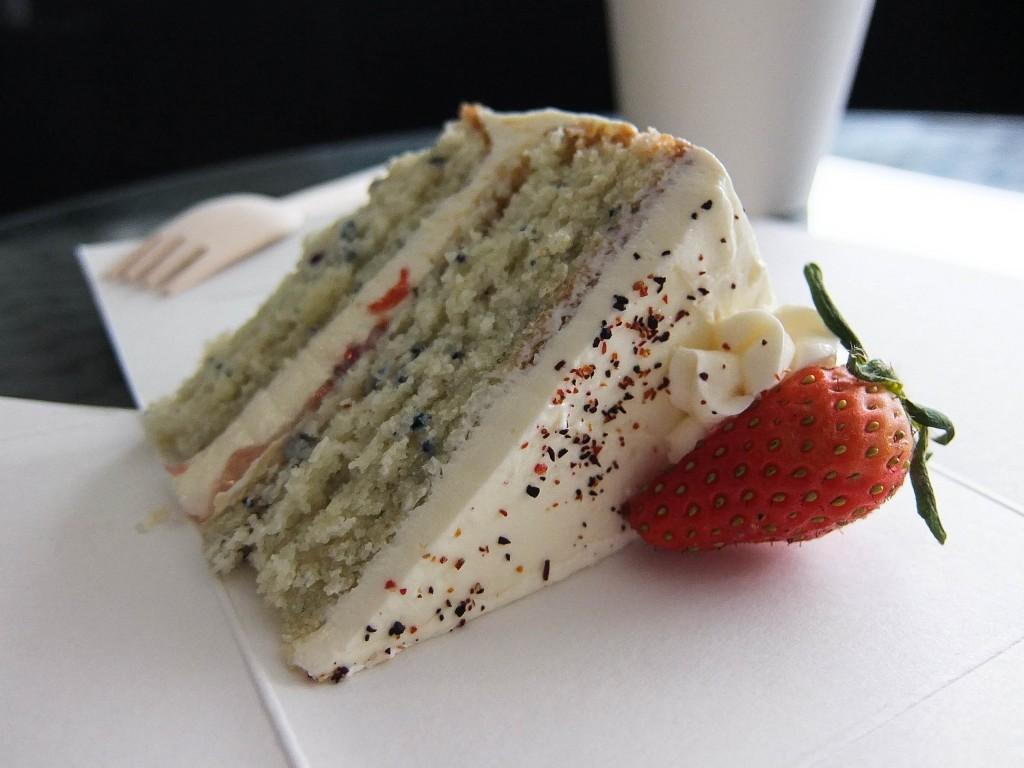 Strawberry Elderflower Cake | © Amalina Liang