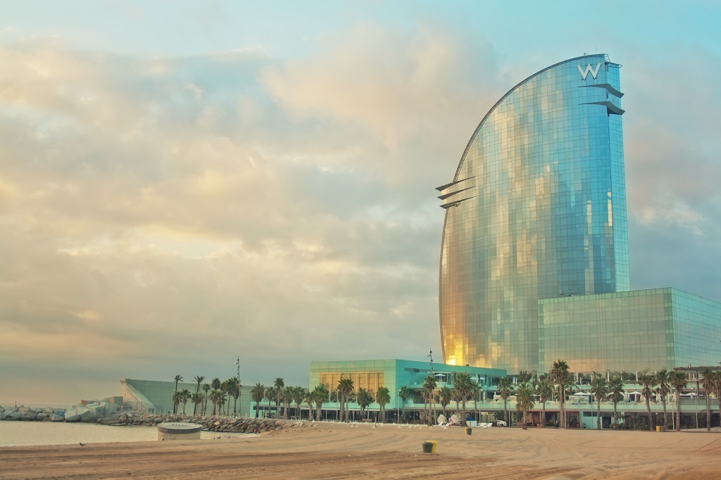 The 7 most beautiful skyscrapers in barcelona for Hotel vela de barcelona