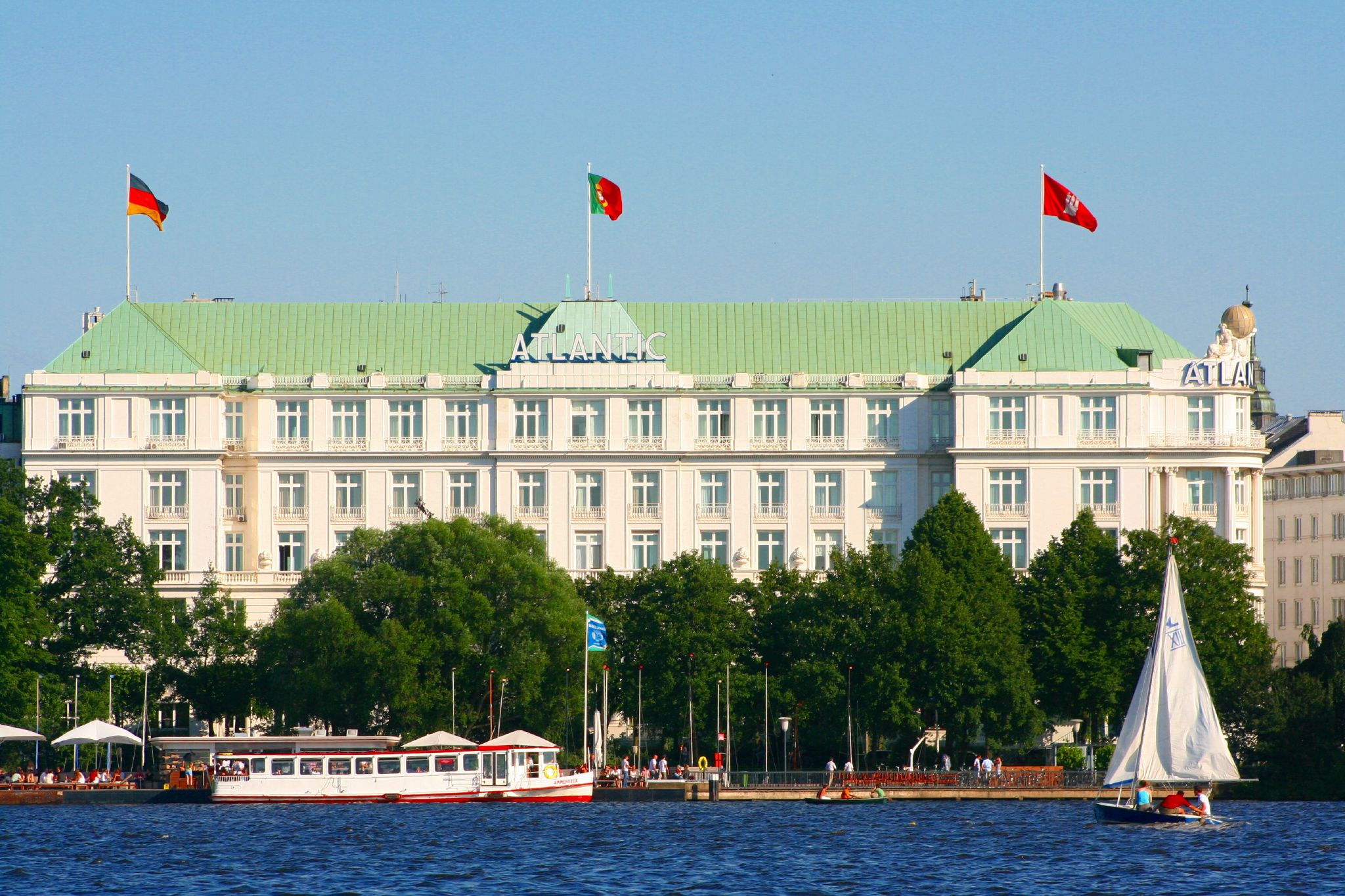 5 magnificent hotels in hamburg for Stylische hotels hamburg