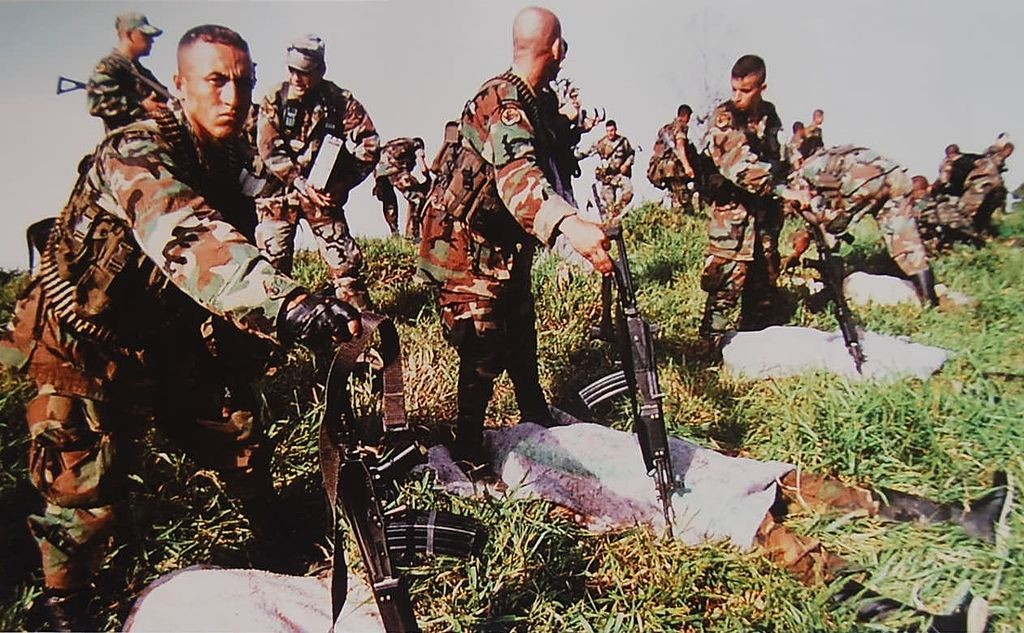 Colombian army with FARC corpses | © Familia Gomez Ospina/Wikimedia Commons