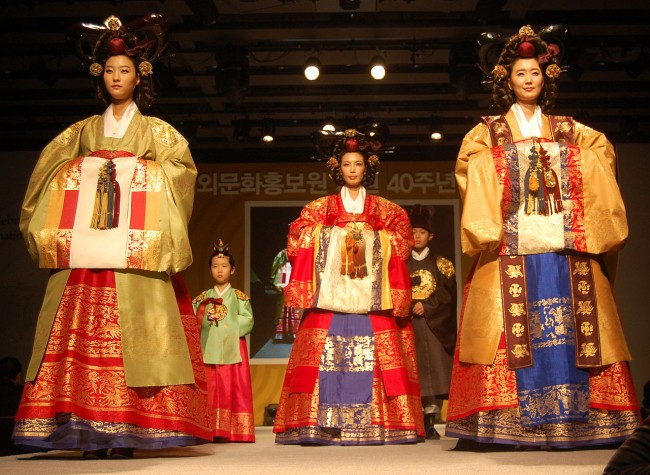 Traditional Hanbok attire | Korean Culture and Information Service