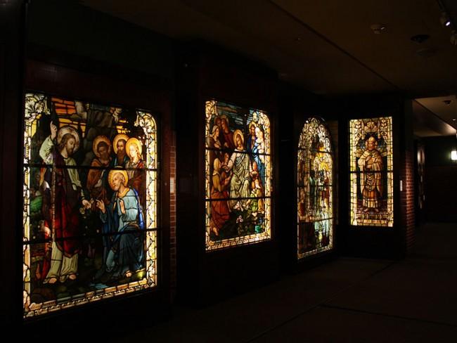 Stained Glass Windows   © Mike Gonzalez/Wikicommons
