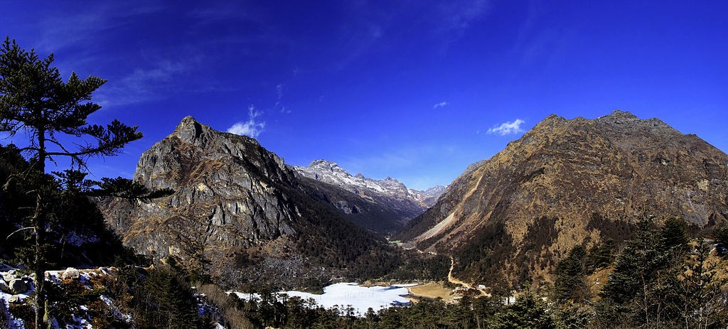 Madhuri Lake |Photographer: Vikramjit Kakati | Source: Wikimedia Commons