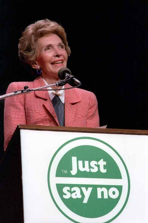 Nancy Reagan speaking at a 'Just Say No' Rally in Los Angeles, California | © White House Photographic Office/WikiCommons