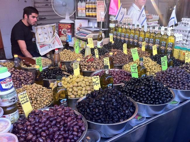 Olives at Shuk HaCarmel   Courtesy of Julien Menichini/WikiCommons