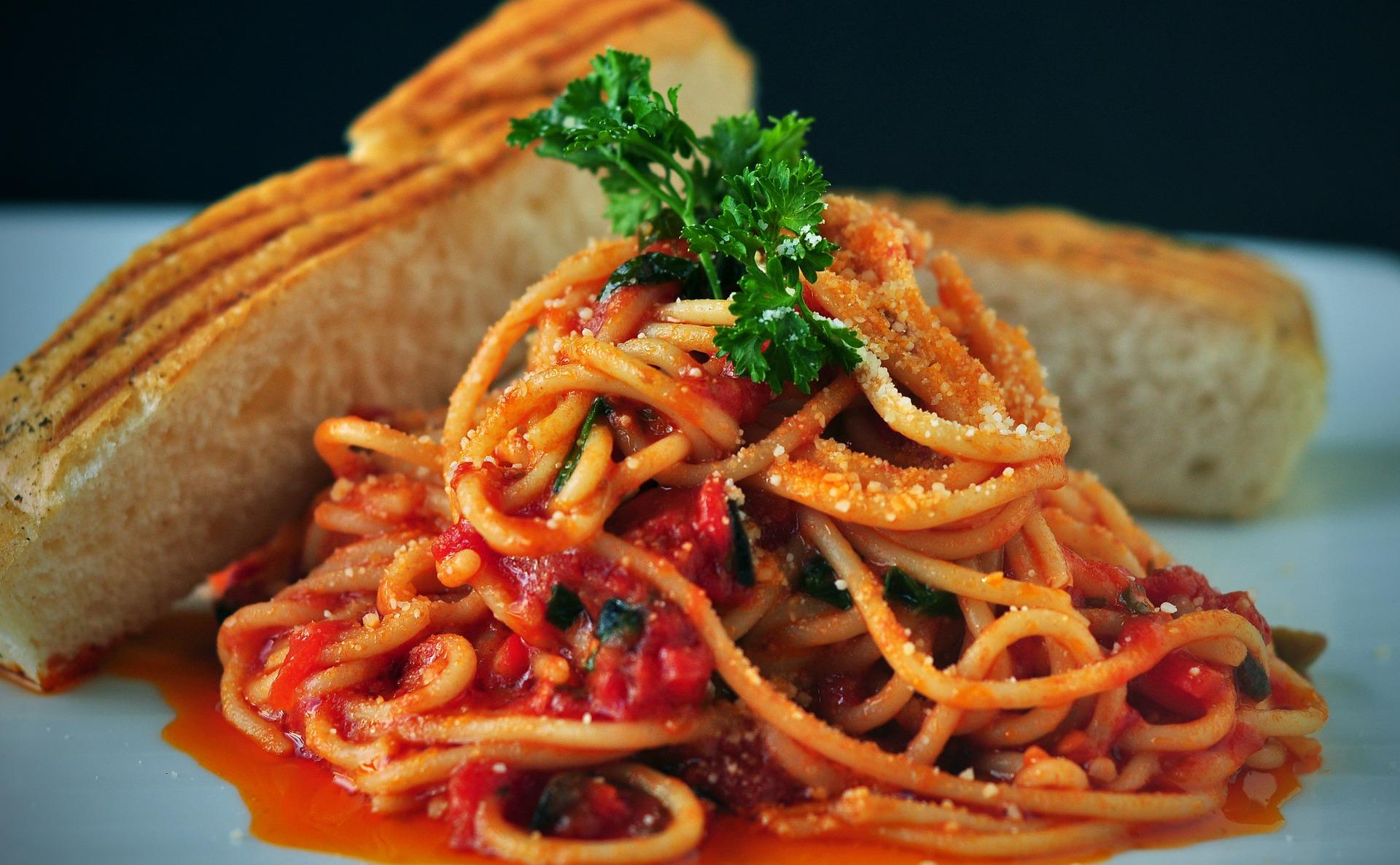 Spaghetti and tomato sauce, an iconic Italian recipe | joshuemd/pixabay