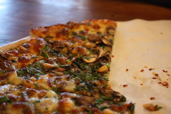 Pizza at The Cheese Board Collective © Chris/Flickr