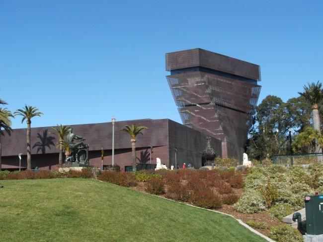 De Young Museum © SharedWT/Wikimedia