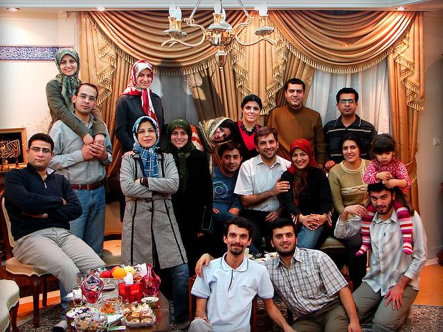 Persian family gathering together © Hamed Saber/Flickr