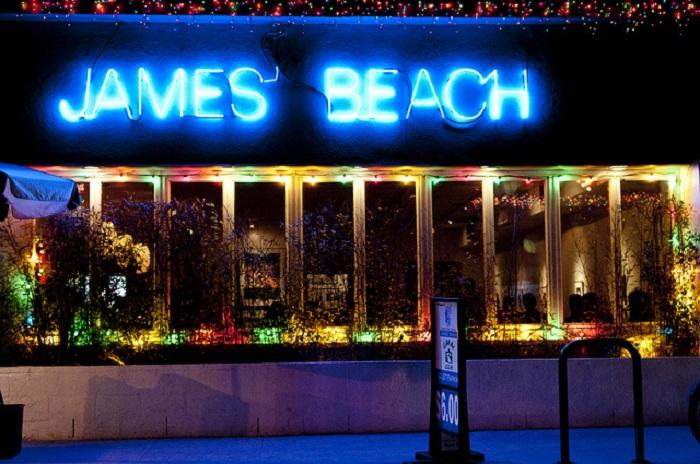 James' Beach © Vxla/Flickr