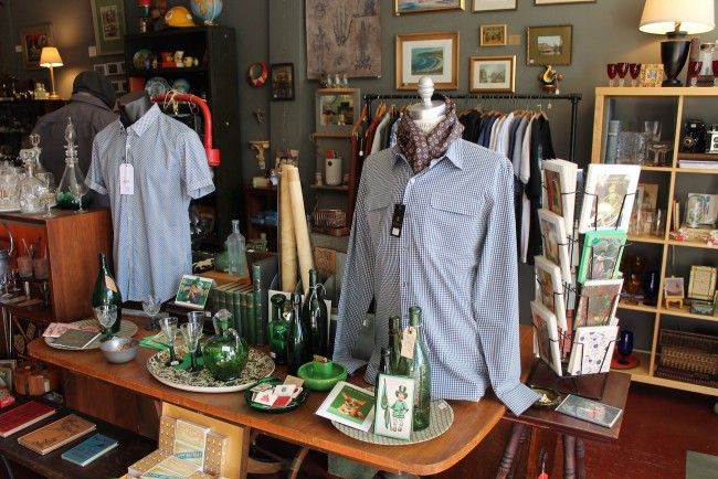 Men and Women's new and vintage clothing and collectibles at Molte Cose © Amanda Walker-Storey
