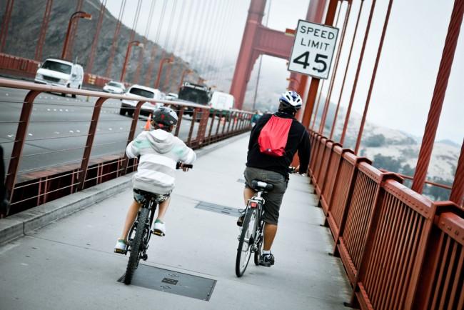 Bicyclists on GG Bridge © Benson Kua/Flickr