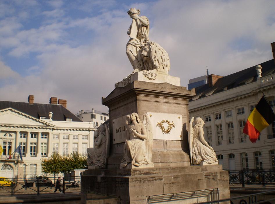 Monument, Martyrs' Square - Place des Martyrs | Dr Les (Leszek - Leslie) Sachs/Flickr