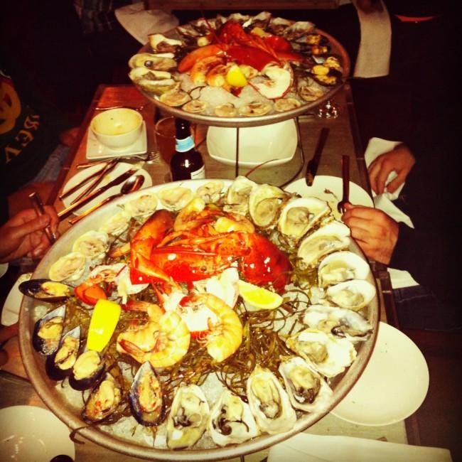 A delicious plate of fresh shellfish from Bar Crudo © circeberman/Wikipedia