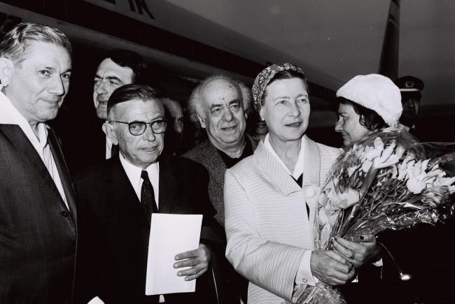 Jean Paul Sartre and Simone De Beauvoir (1967) | ©Milner Koshe / Flickr