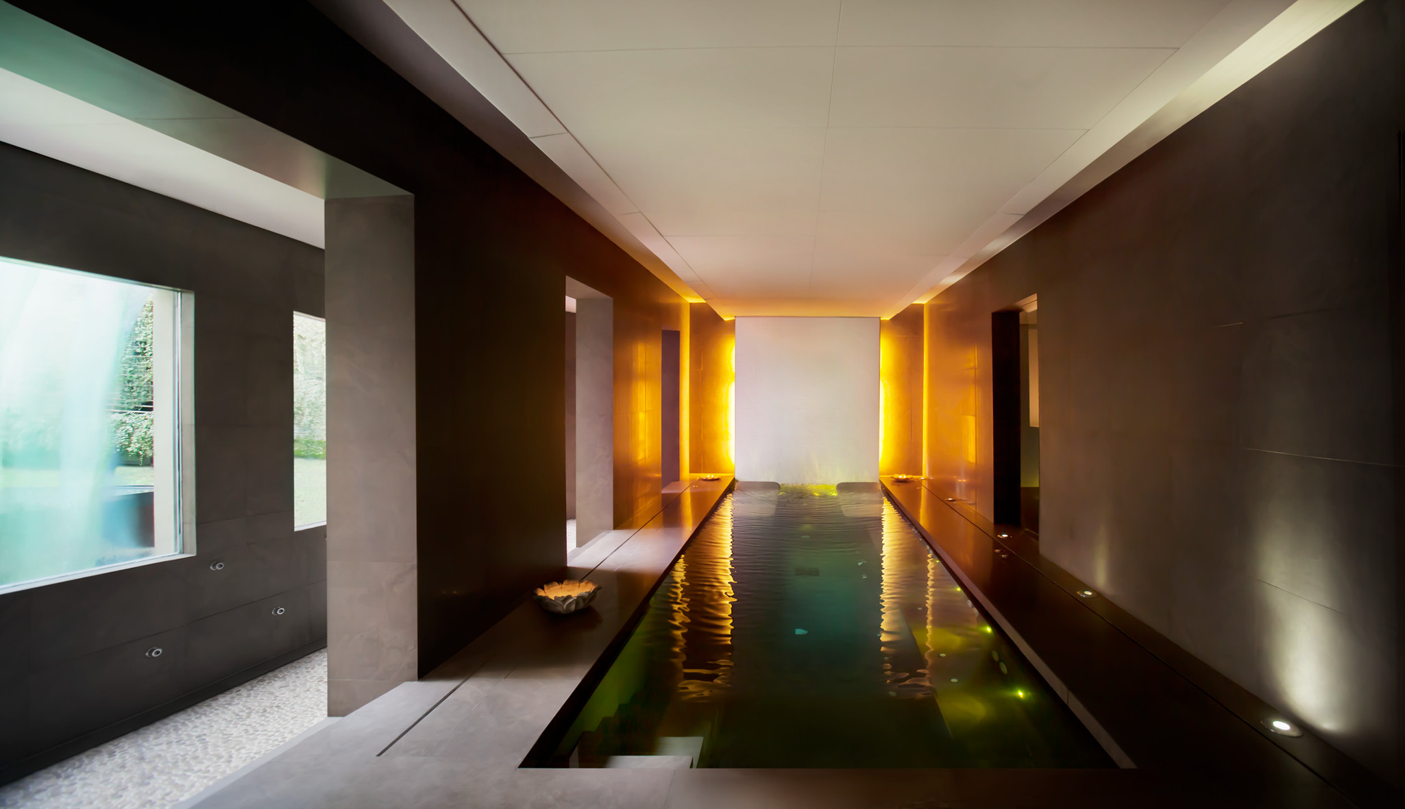 Barcelona 39 s most relaxing spas for Piscina barcelona