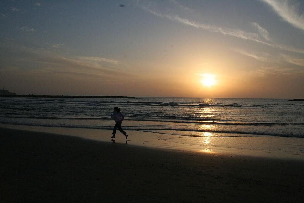 Remi taking Tel Aviv Beach | ©Ilan/Flickr