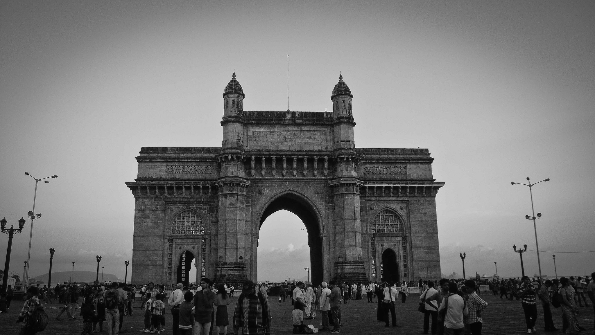 essay on visit to gateway of india Gateway of india is as an important landmark in the history of india all those who travel to mumbai make it a point to visit the monument we bring to you.