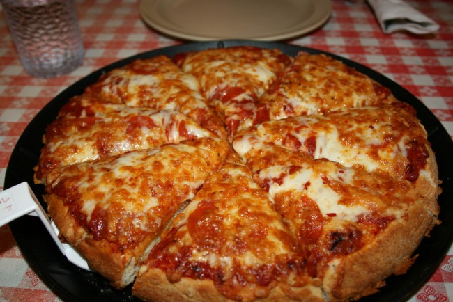 Deep Pan Pizza |©Navin75/Flickr