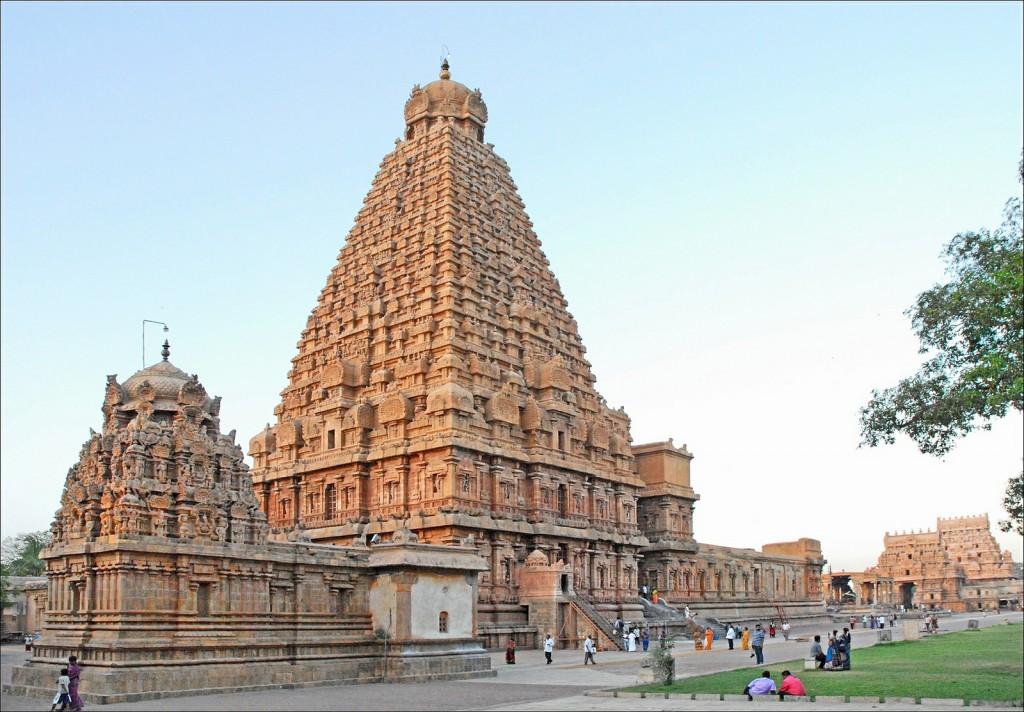 Brihadareshwara Temple | ©Flickr/Jean-Pierre Dalbéra