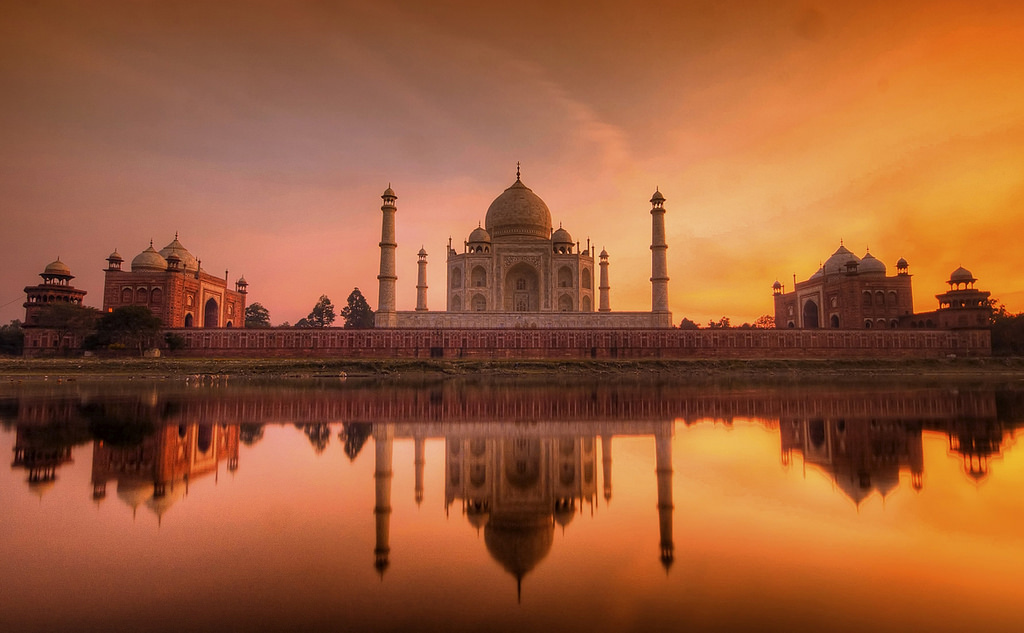 Taj at Sunset, the play of colours is worth waiting for| ©Flickr/nedim chaabene