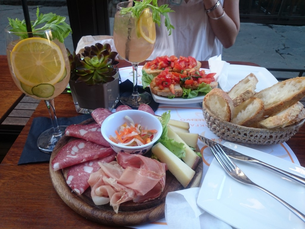 Aperitivo is so much more than just a happy hour | © Houang Stephane/Flickr