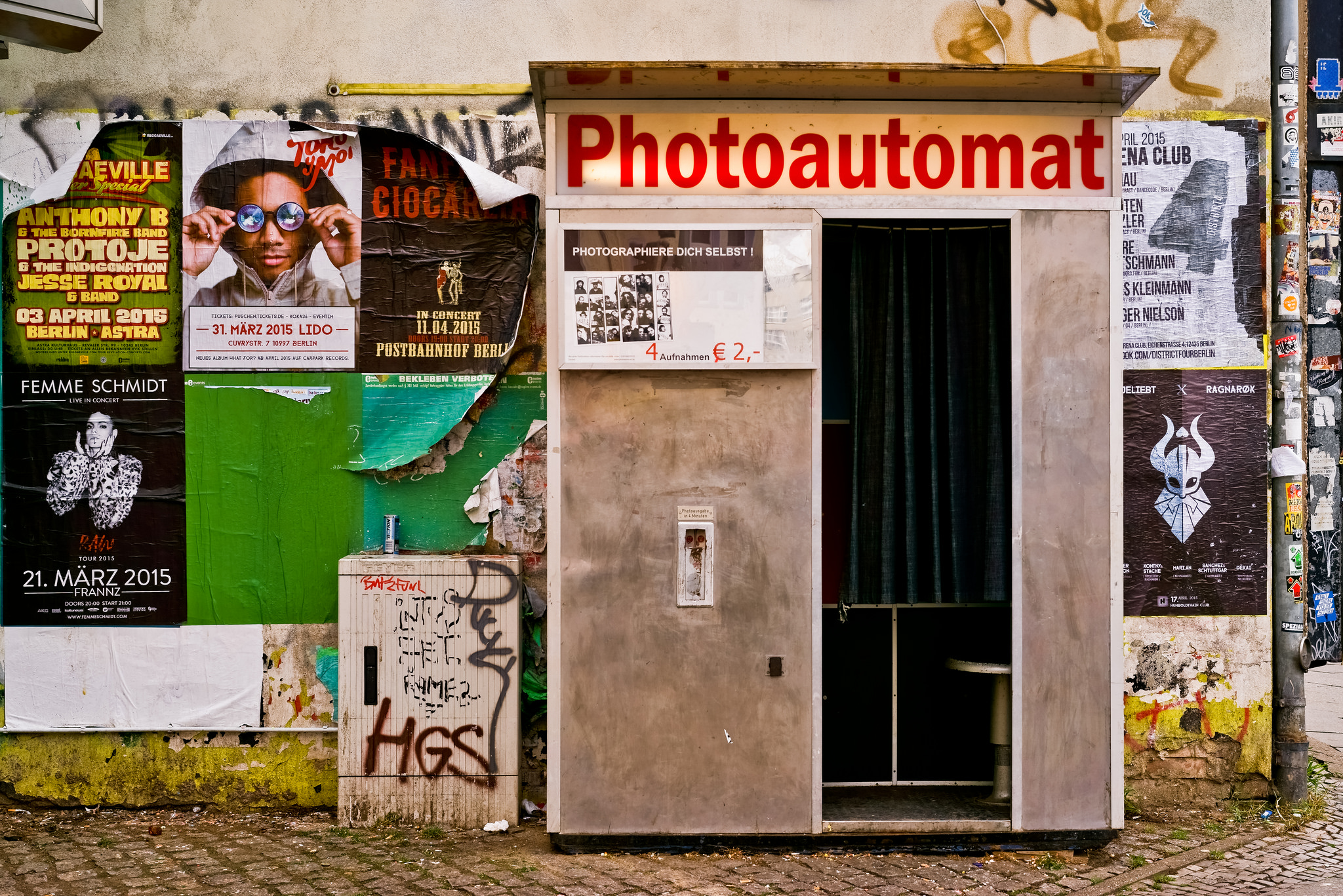 take a photo of yourself Photoautomat | ©martin / Flickr