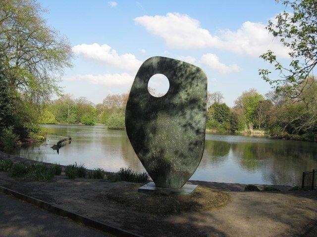 Single Form Sculpture - Battersea Park © Richard Rogerson | Geograph