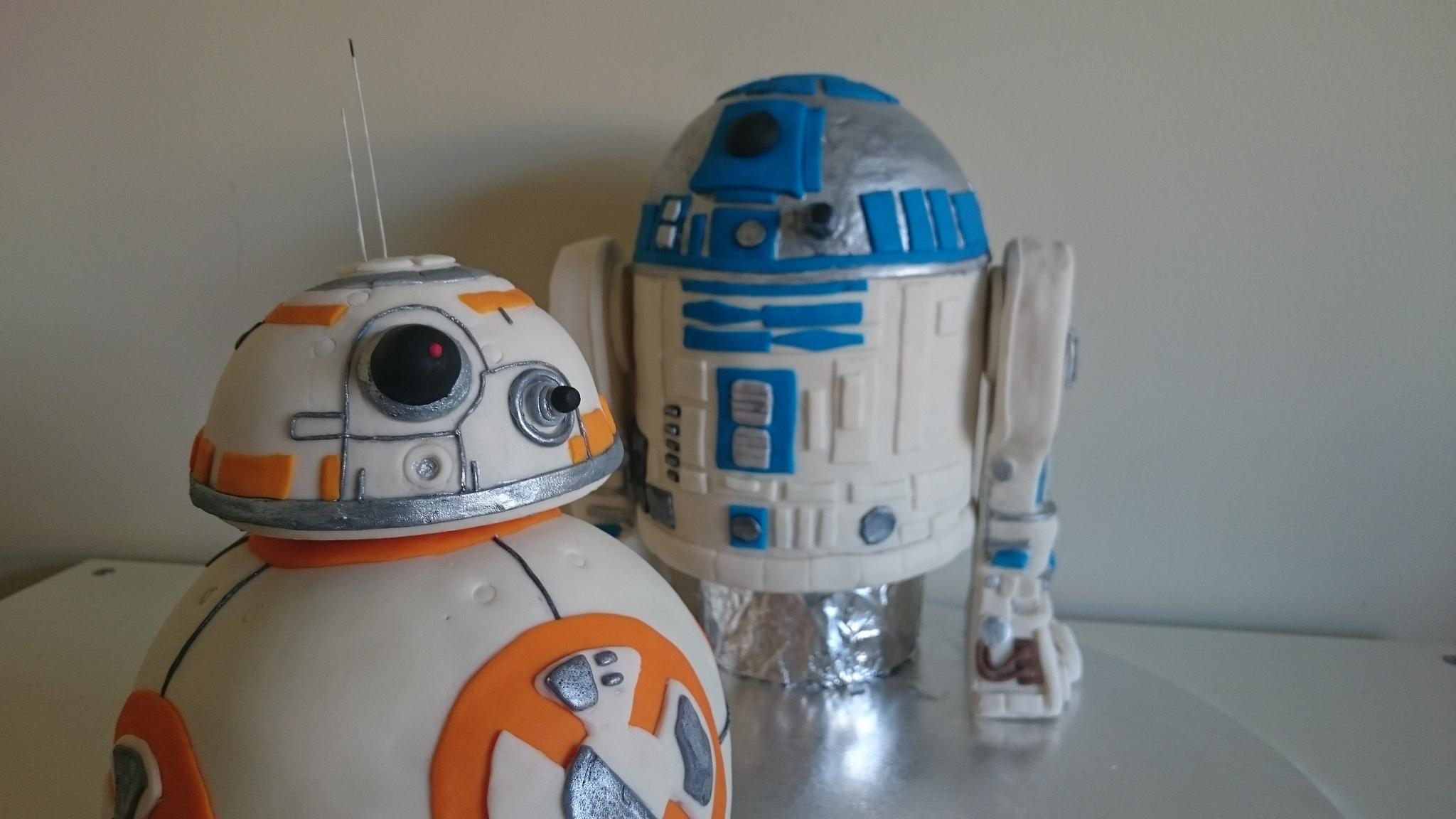 BB8 & R2D2 Cakes   ⓒ Tama Leaver/Flickr