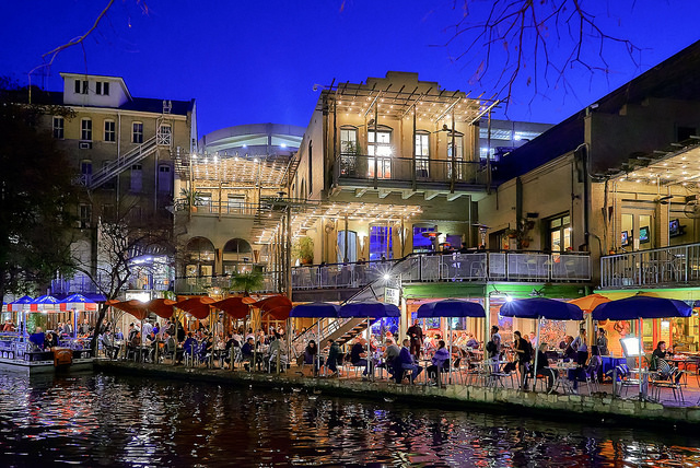 The history of the san antonio river walk in 1 minute for Asia kitchen san antonio tx