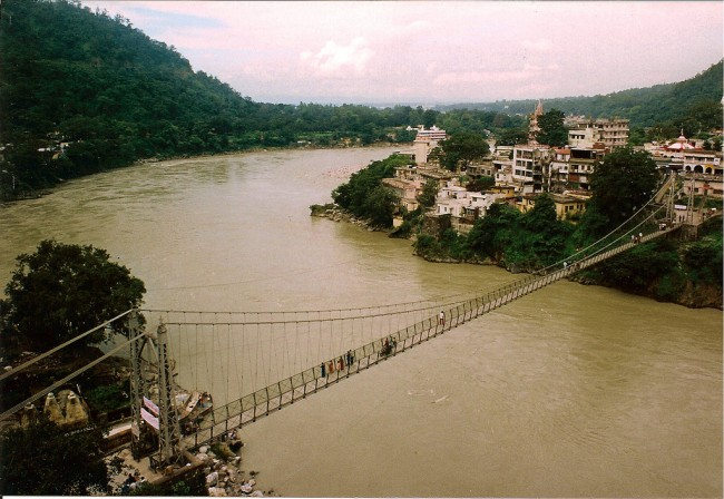 The legendary Laxman Jhula, Rishikesh ©Flickr/Enric Bach