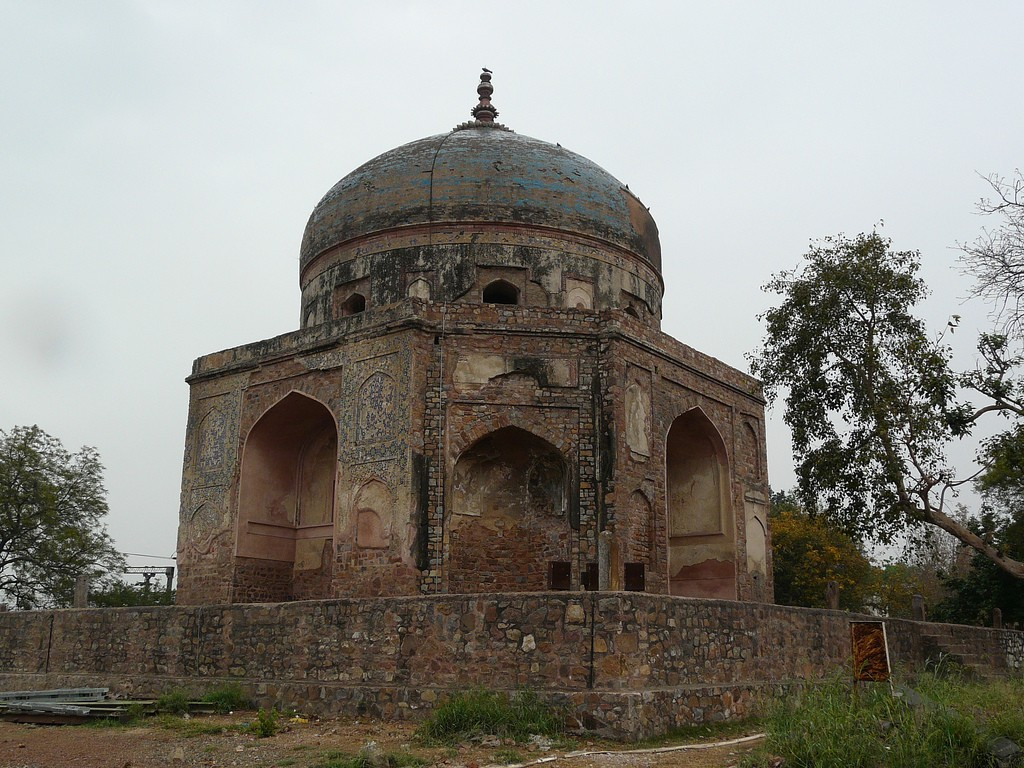 Nila Gumbad, built as a tomb for a servant of a courtier|©Flickr/Varun Shiv Kapur