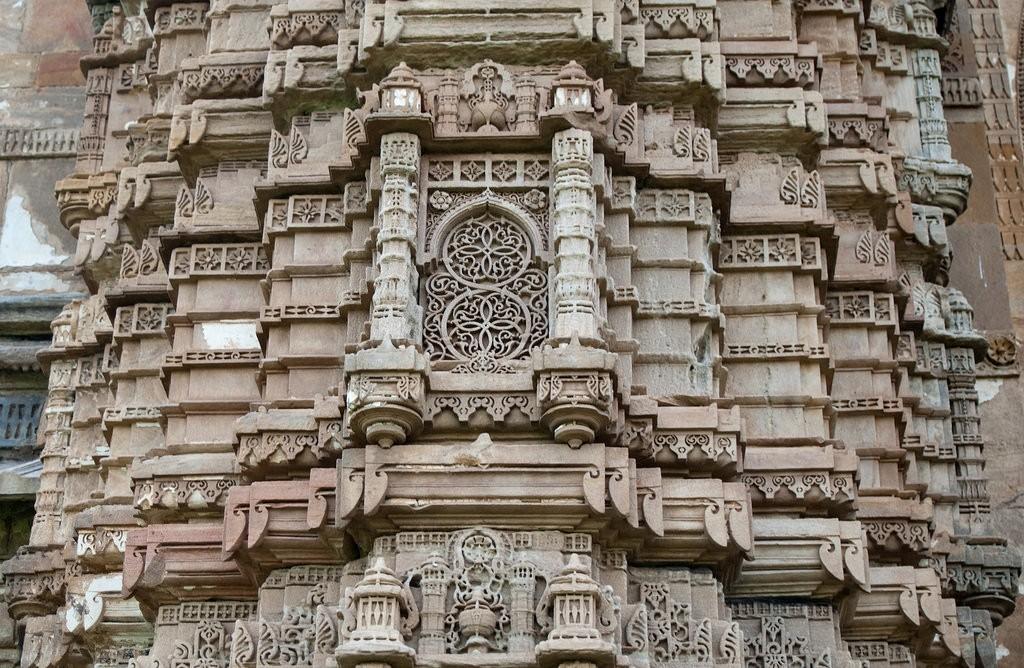One of the pillars of the Jami Masjid | © Bhavesh Kothari