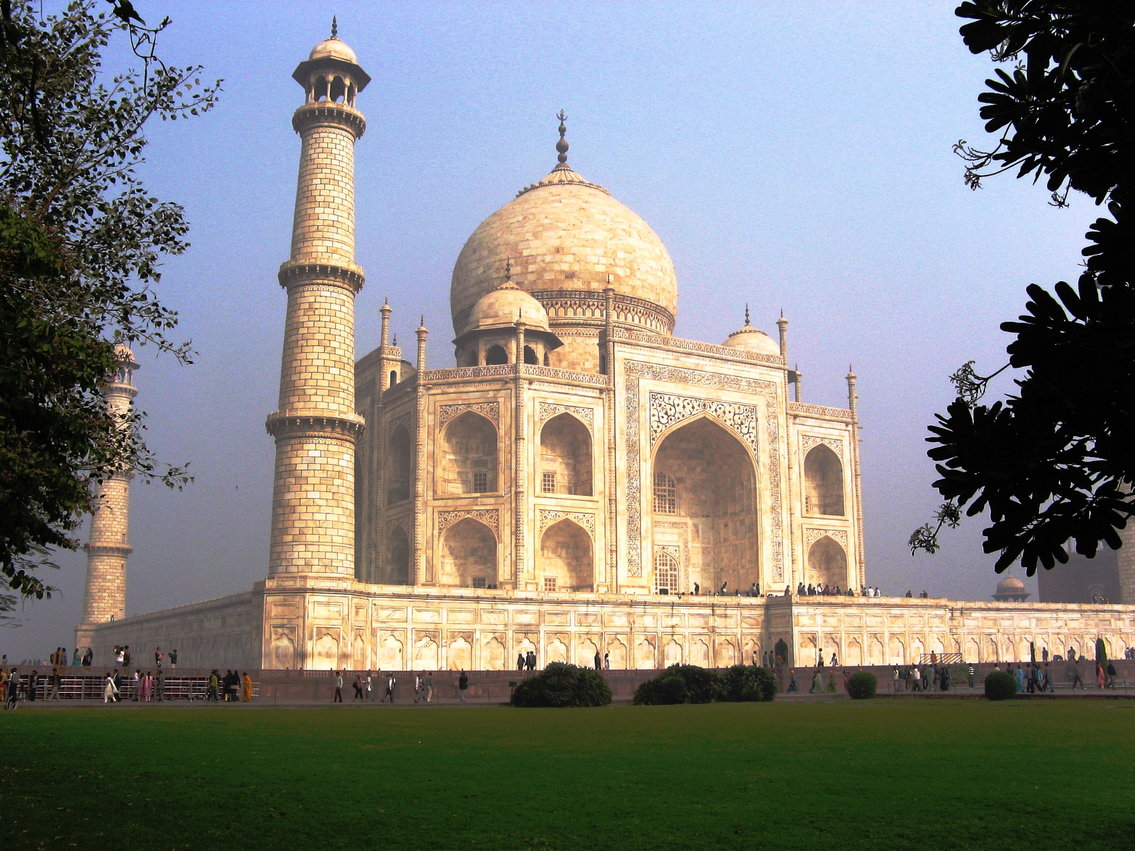 Taj Mahal from the lawn | © Ramesh NG, Flickr