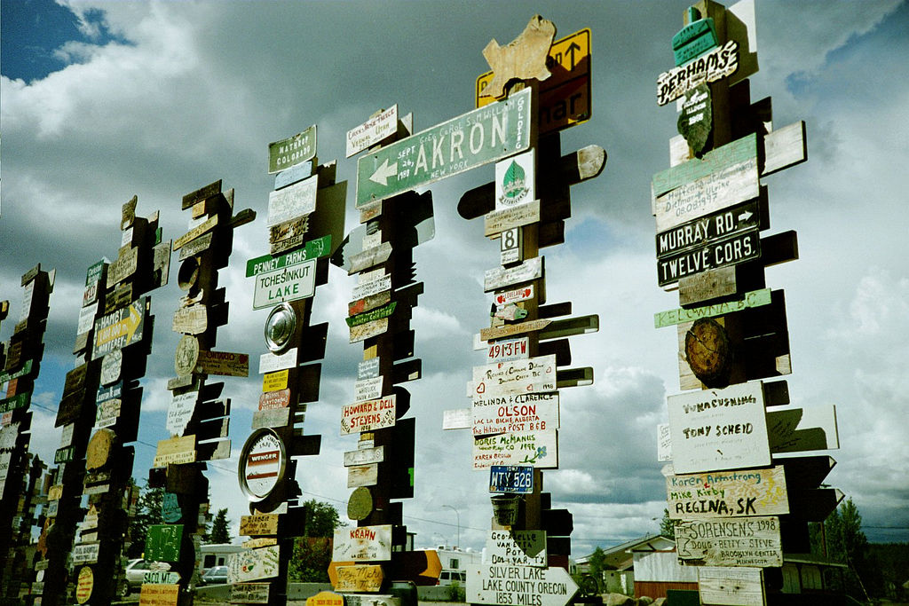 Watson Lake Sign Forest | © Dennis Yang/ Flickr