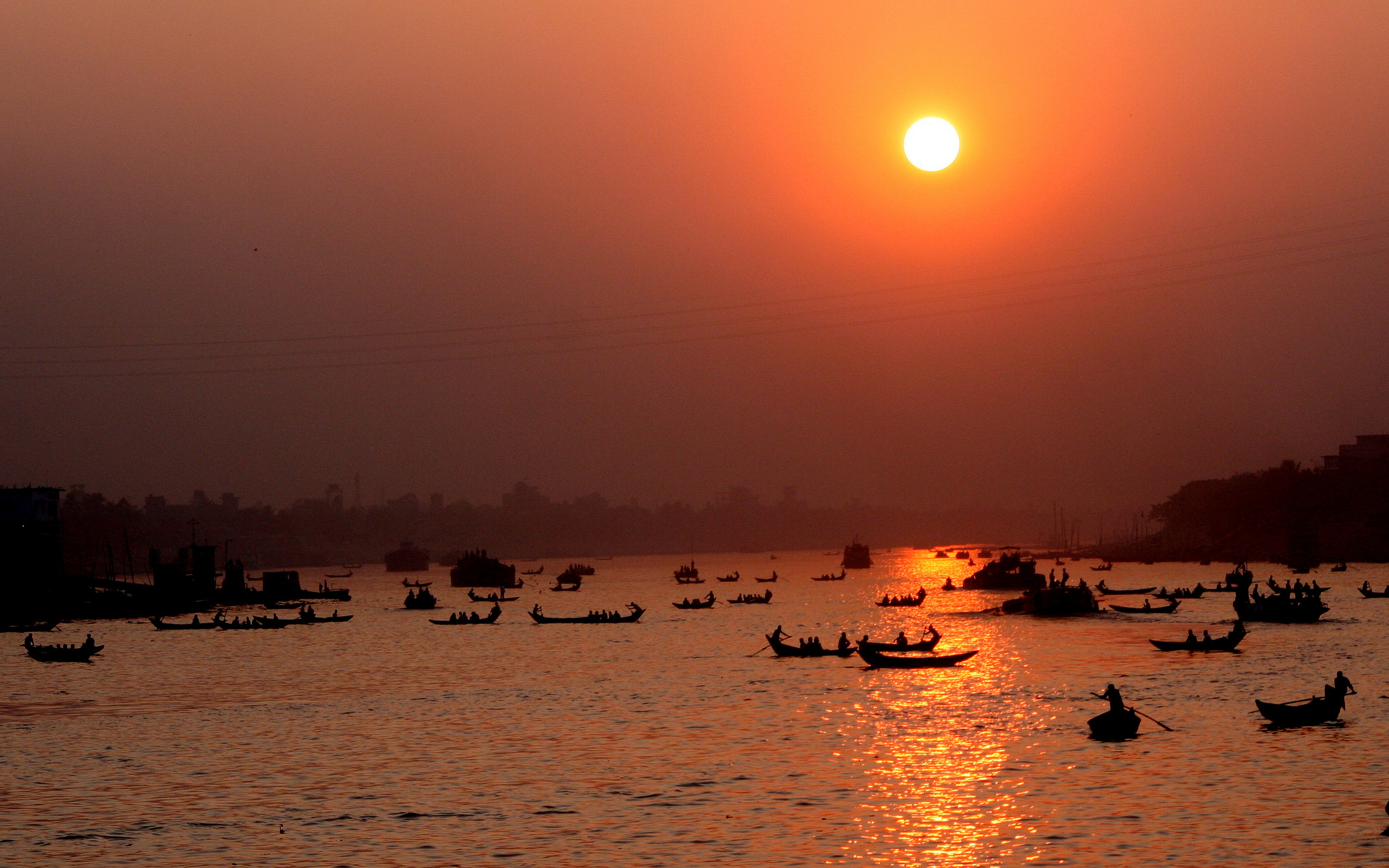 Boats crossing the Buriganga River | © Nasir Khan / Flickr